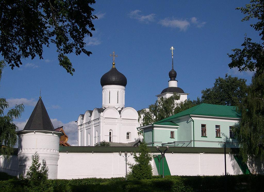 1024px-Dmitrov-Monastery